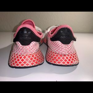 Adidas women deerupt sneaker